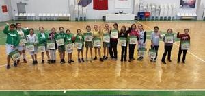 Ekiz Basketbol'un altyapı takımı yeni yılı kutladı