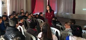 Öğrencilere 'erken yaşta evlilik semineri'