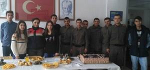 Öğrencilerden askerlere moral ziyareti