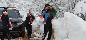 Balya' da kardan kapanan yollar açıldı