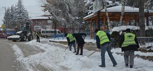 Seyitgazi Belediyesi'nden karla kesintisiz mücadele