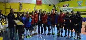 Başkan Karaçoban'dan bayan voleybol takımına ziyaret