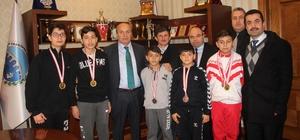 Şampiyon Kick-Boksçular, Başkan Arslan'ı ziyaret etti