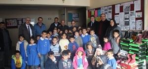 Pınarbaşı Belediyesinden ilkokul ve ortaokul öğrencilerine yeni yıl hediyesi