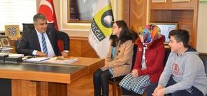 Başkan Özgüven, TEOG'da başarılı olan öğrencileri ödüllendirdi