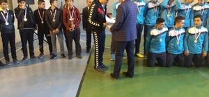 Sorgun'da başarılı öğrencilere kupa ve belge verildi