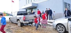Öğrencilerin çamur ile imtihanı