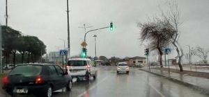Lapseki'de yağmur etkili oldu