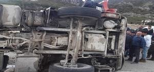Kum yüklü kamyon devrildi: 1 yaralı