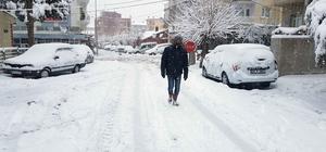 Gördes'e kar yağışı etkili oluyor