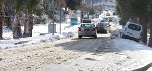 Tatil kenti Foça'da kar kalınlığı 20 santim