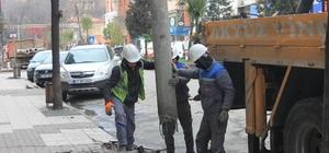 Devrek Belediyesi beton direkleri söküyor
