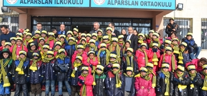İstanbul'dan Hasköy'e giyim yardımı