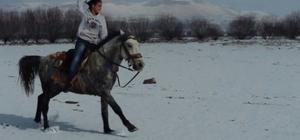Kar Tatilini Erciyes'in Eteklerinde At Sürerek Değerlendirdi
