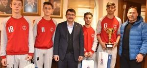 Şampiyon tenisçilerden Başkan Çelik'e teşekkür