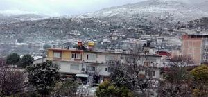 Bozdoğan'da kar 20 köyle ulaşımı kopardı