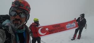 Dağcılar teröre tepki için 3 bin metreye tırmandı