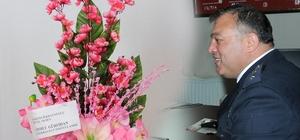 Çelikhan İlçe Emniyet Amiri Gazetecilere çiçek gönderdi