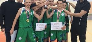Rize Merkez Atatürk İlköğretim Okulu  Basketbol Anadolu Ligi'nde iki başarı birden elde etti
