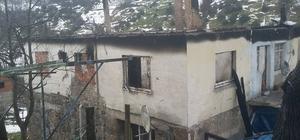 Evi yanan aileye, başkan Uysal sahip çıktı
