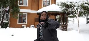 Afrikalı çocuklar, karı ilk kez görmenin heyecanını yaşadılar