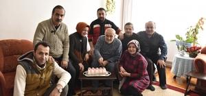 Tosya'da duayen gazeteci Mustafa Ünsal'ı, meslektaşları ziyaret etti