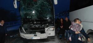 Kütahya'da otobüs tıra çarptı: 1 yaralı
