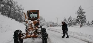 Adana'nın 7 ilçesinde karla mücadele