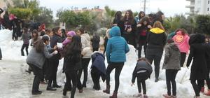 Mersin'de öğrencilere kar sürprizi sürüyor