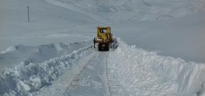 Sincik-Malatya yolunda karla mücadele sürüyor