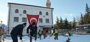 Seyitgazi Belediyesi'nin karla mücadelesi
