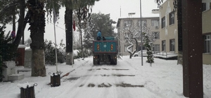 Büyükşehir Kırkağaç'taki kapalı yolları açtı