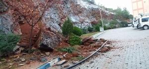 Dağdan kopan kaya, Anamur TOKİ konutlarında tehlike saçtı