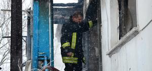 GÜNCELLEME - Evleri yanan aile çöken çatının altında kaldı