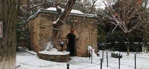 Selçuk'ta, karla kaplanan tarihi yerler birer tabloya dönüştü