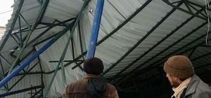 Aydın'da kar okul bahçesindeki çatıyı çökertti