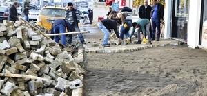 Erciş Belediyesinden kaldırım onarım çalışması