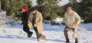 Başkan Sarıoğlu, kuş ve yaban hayvanlara yem bıraktı