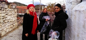 CHP'li kadınlardan ihtiyaç sahibi ailelere battaniye