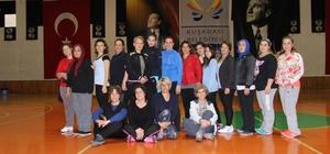 Kuşadası Belediyespor kadınlar için spor kursları düzenliyor