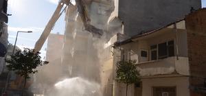 Gemlik'te riskli binalar yıkılıyor