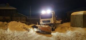 Ankara Büyükşehir'in çevre ilçelerdeki karla mücadelesi devam ediyor