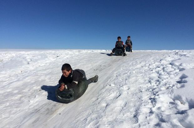 Çocukların bidonla kayak keyfi