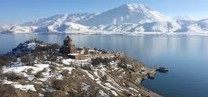Akdamar Adası kışında bir güzel