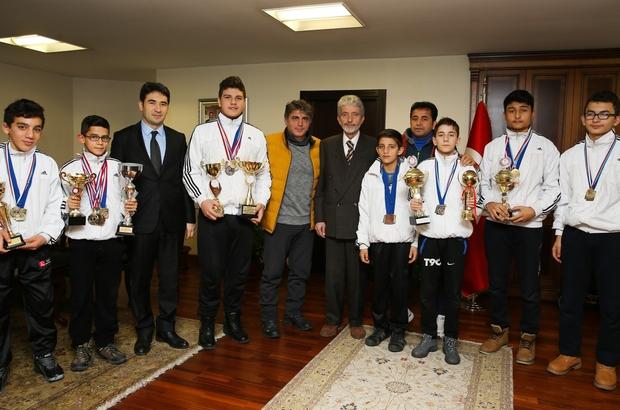 Şampiyonlardan Başkan Tuna'ya teşekkür ziyareti