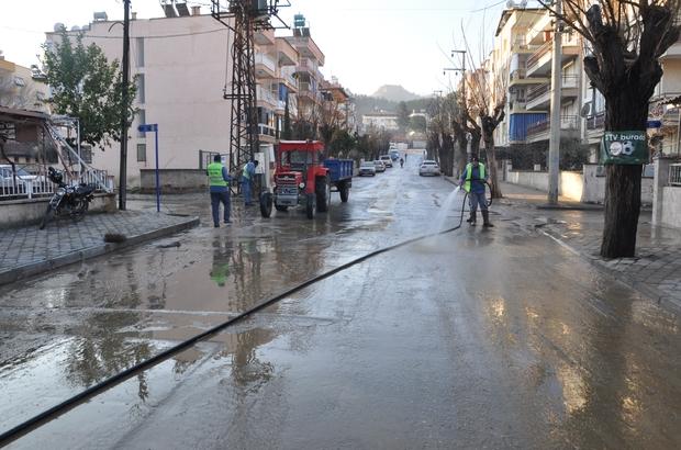 Salihli'de cadde ve sokaklar temizleniyor
