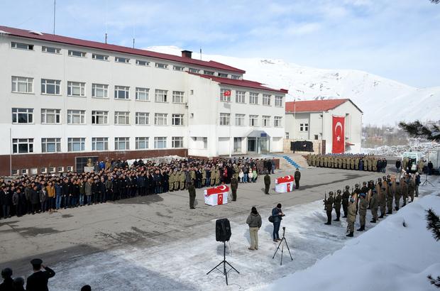 Bitlis'te şehit askerler için tören düzenlendi