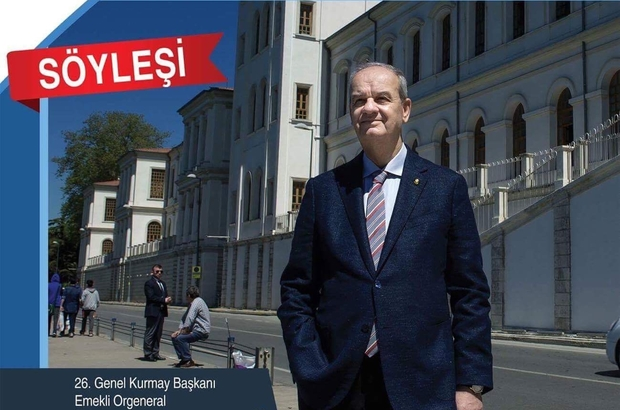 İlker Başbuğ, hem söyleşi hem de tiyatro oyunu ile Biga Atatürk Kültür Merkezi'nde