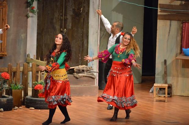 Şehir Tiyatroları 'Şenlik Çıkmazı' oyunuyla izleyici karşısına çıktı