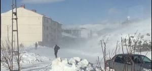 Sincik ilçesinde kar hayatı olumsuz etkiliyor